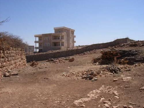 Das Dorf Inwardo mit seinen Kirchen und Häusern