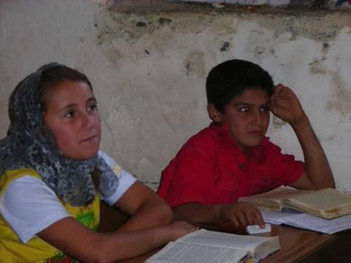Im Dorf Miden: Zwei aufmerksame Schüler!