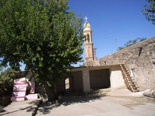 In Idil: Eingangsbereich zur Kirche