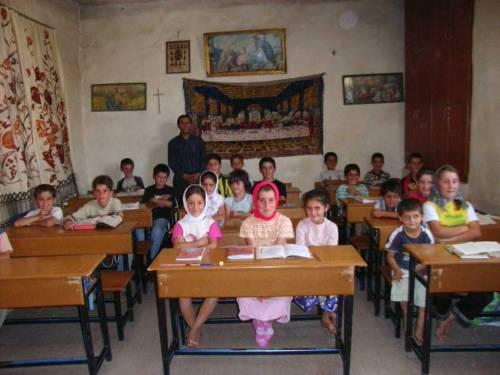 Im Dorf Miden: Jugendliche in der Schule