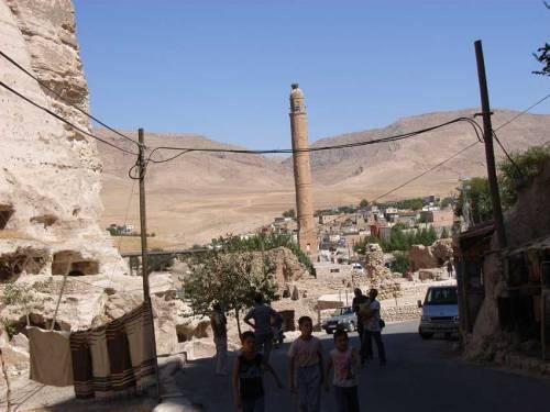 In der alten Stadt Hasankeyf am Tigris, die bald dem Ilisu Staudamm Projekt weichen muss