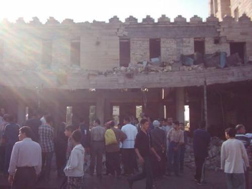 Zerstörte Kirche St. Georg in Baghdad Okt. 2004 (Autobombe) u. Mai 2007 (Feuer)