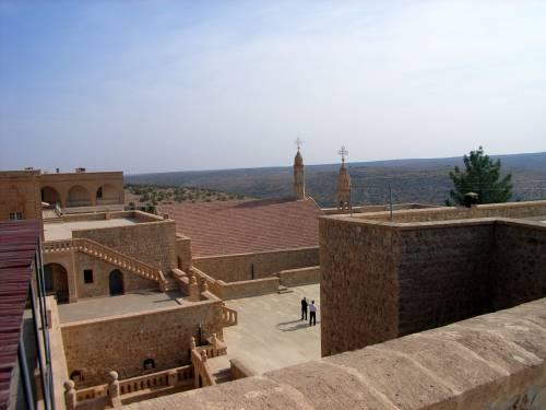 Kloster Mor Gabriel mit EB Timotheos