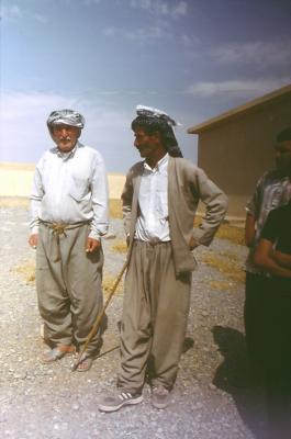 Männer in ihrer typischen Kleidung