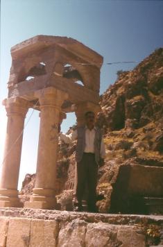 Reste eines Klosters im Gebirge bei AlQosch