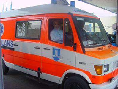 Die mobile Klinik, ein älteres Modell von einem Rotkreuz Auto aus Deutschland
