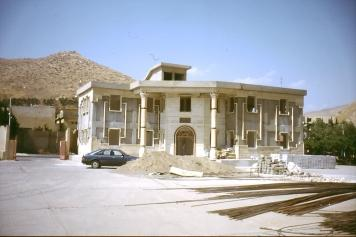 Die Kirche des Ostens baut ein Ausbildungszentrum für ihre Religionslehrer im Jahr 2003