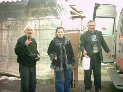 Dr. Haifa und der inzwischen verstorbene Dr. Yussuf (l.) bei einem ihrer Besuche