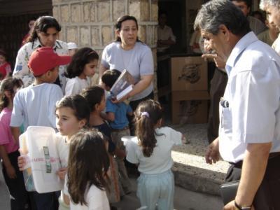 Kinder werden beschenkt