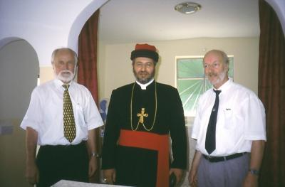 Horst Oberkampf (l), Bischof Isaak, Ernst Ludwig Vatter - in Baz 27.7.2003
