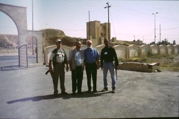 Narsai und Horst Oberkampf in Mosul im Juli 2003