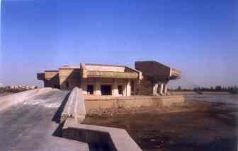 Von den Amerikanern zerstörter Saddam Palast in Mosul, April 2003