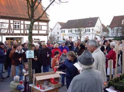 Mahnwache auf dem Bad Schussenrieder Marktplatz März 2003