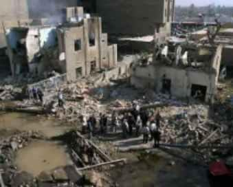 Eine Rakete zerstörte ein assyrisches Wohnhaus