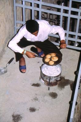 Das Eucharistie Brot wird gebacken