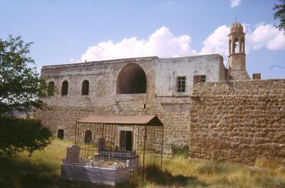 Die Kirche von Killit mit Grab des erschossenen Bürgermeisters - im Jahr 1995