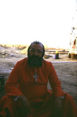 Bischof Timotheos auf der Baustelle