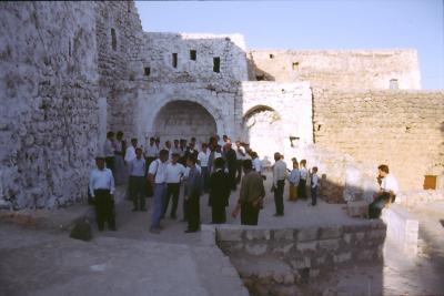 Nach dem Gottesdienst in Bsorino - im Jahr 1991