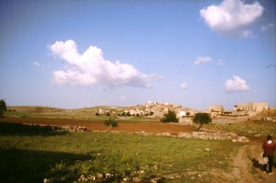 In der Ferne: Das Dorf Salah