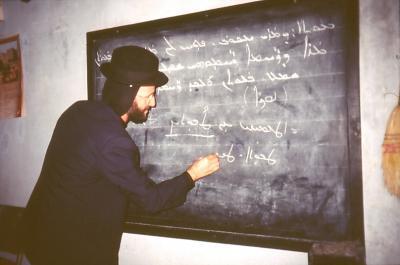 Der Mönch Saliba betätigt sich als Malphono - im Jahr 1995