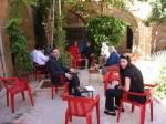 Der Innenhof vom Kloster Zafaran ist ein internationaler Treffpunkt